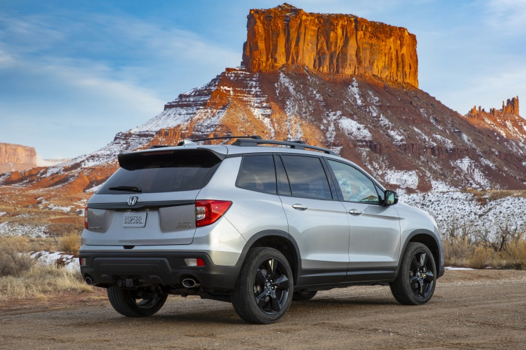 Picture of a 2020 Honda Passport Elite AWD in Lunar Silver Metallic from a rear right three-quarter perspective