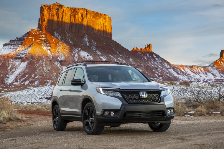 Picture of a 2020 Honda Passport Elite AWD in Lunar Silver Metallic from a front right perspective