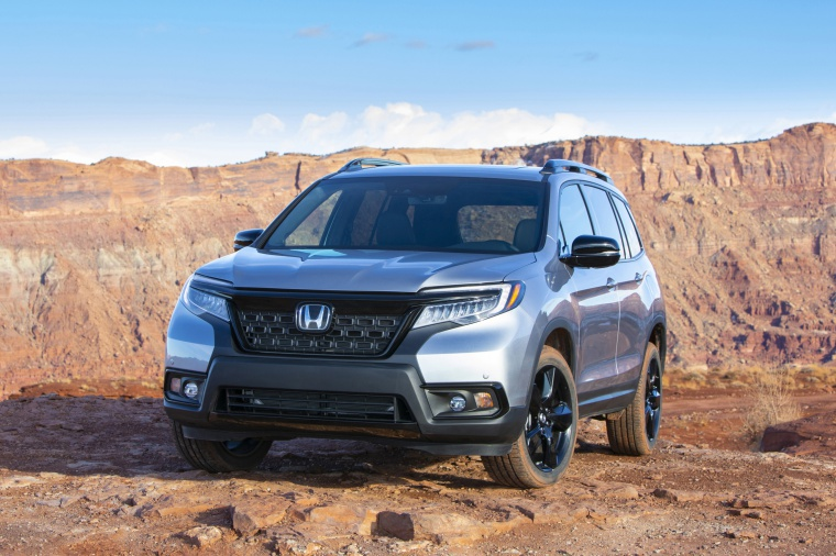 Picture of a 2020 Honda Passport Elite AWD in Lunar Silver Metallic from a front left perspective