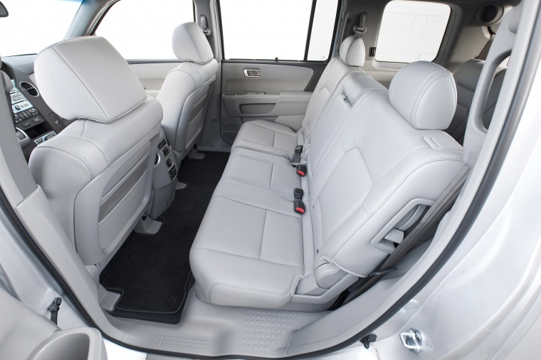 2010 honda pilot rear seats gray picture image. Black Bedroom Furniture Sets. Home Design Ideas