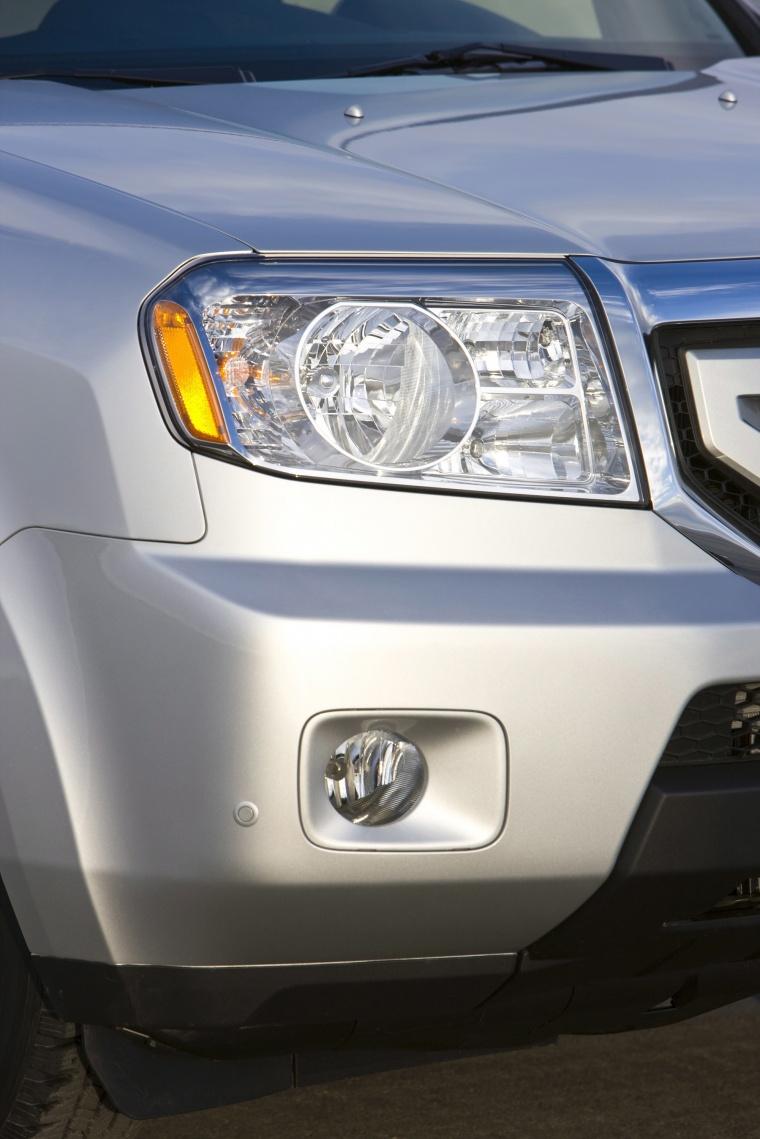 2010 Honda Pilot Headlight Picture