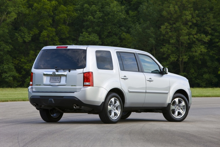2013 Honda Pilot EX L In Alabaster Silver Metallic From A Rear Right View