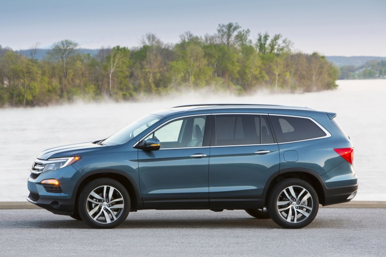 2016 Honda Pilot Awd In Steel Shire Metallic Color Static