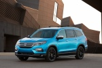 Picture of a 2016 Honda Pilot in Steel Sapphire Metallic from a front left three-quarter perspective