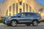 Picture of a 2016 Honda Pilot AWD in Steel Sapphire Metallic from a side perspective