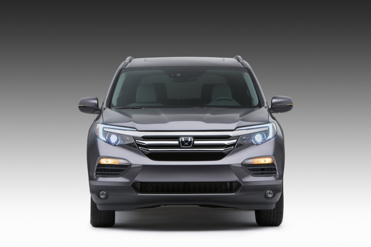 2017 Honda Pilot in Modern Steel Metallic from a frontal view