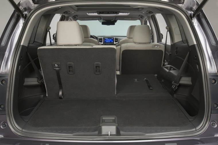 2017 Honda Pilot Trunk Picture