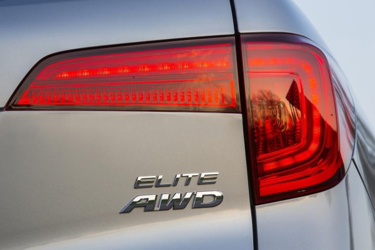 2017 Honda Pilot AWD Tail Light Picture
