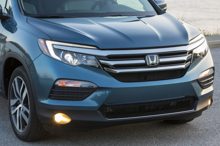 2017 Honda Pilot AWD Front Fascia Picture