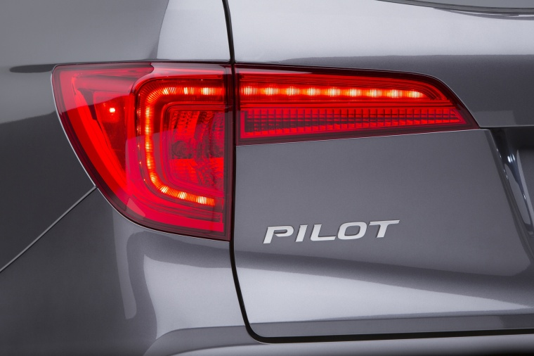 2017 Honda Pilot Tail Light Picture
