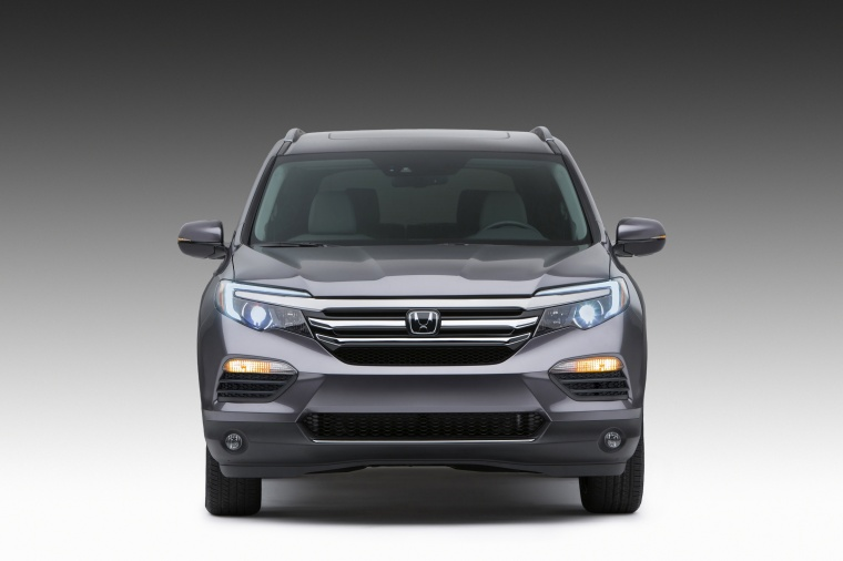 2018 Honda Pilot in Modern Steel Metallic from a frontal view