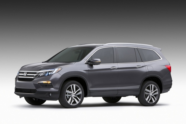 2018 Honda Pilot in Modern Steel Metallic from a front left three-quarter view
