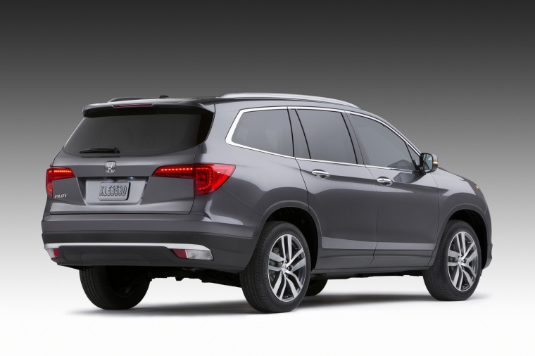 2018 Honda Pilot in Modern Steel Metallic from a rear right view