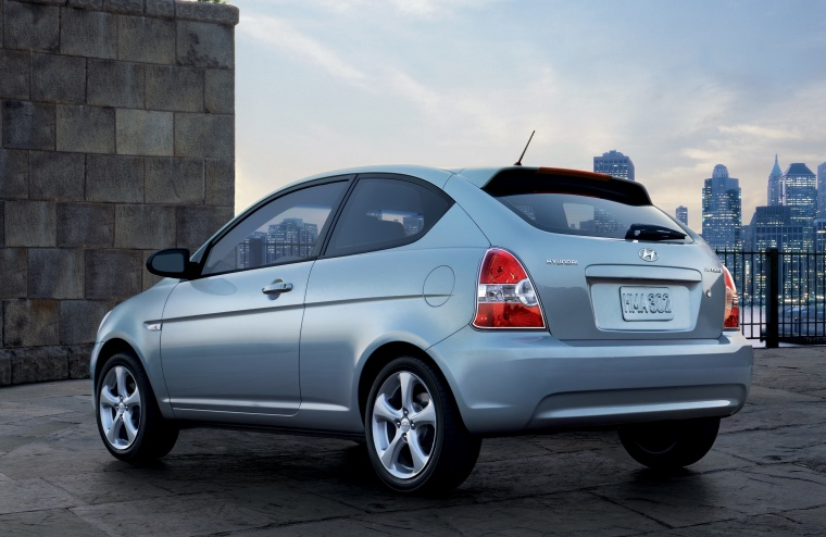 2010 Hyundai Accent Hatchback Picture
