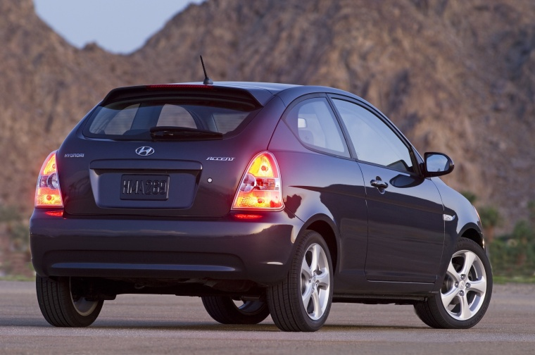 2010 Hyundai Accent Hatchback Picture