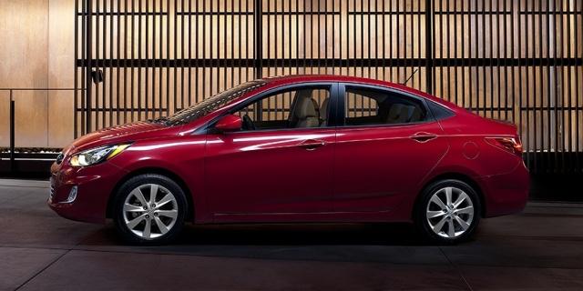 2012 Hyundai Accent Pictures