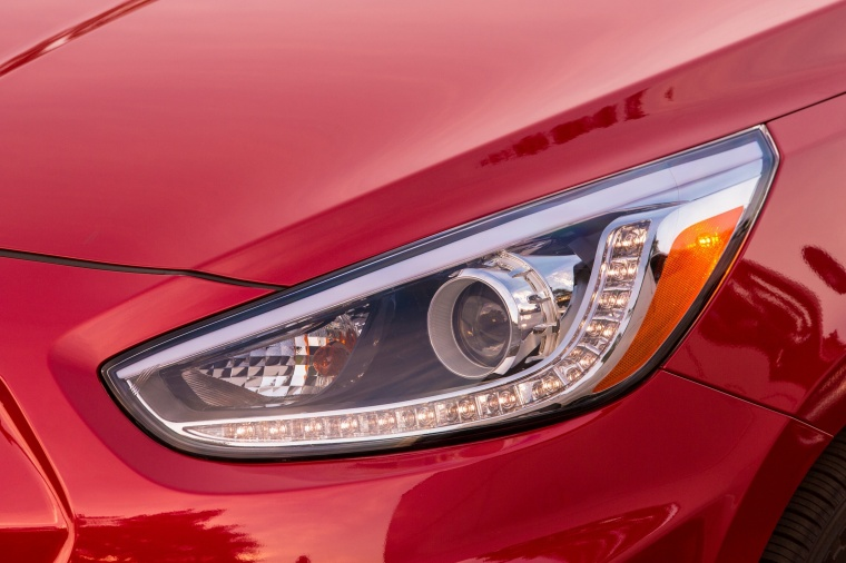 2017 Hyundai Accent Hatchback Headlight Picture