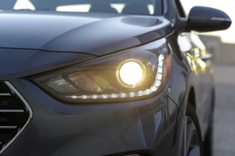 2018 Hyundai Accent Sedan Headlight Picture