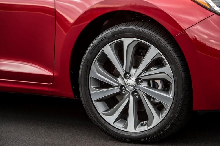2018 Hyundai Accent Sedan Rim Picture