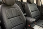 Picture of 2010 Hyundai Azera Limited Front Seats in Black