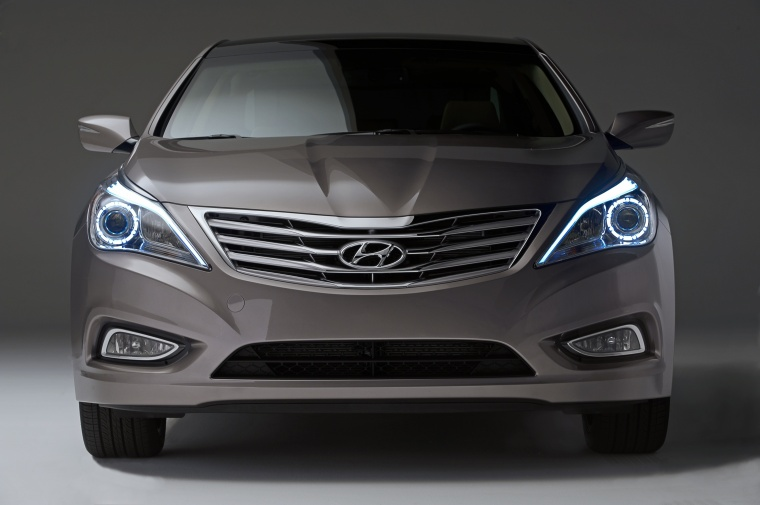2014 Hyundai Azera from a frontal view