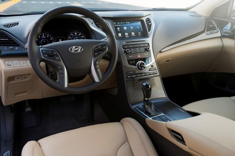 2017 Hyundai Azera Limited Cockpit Picture