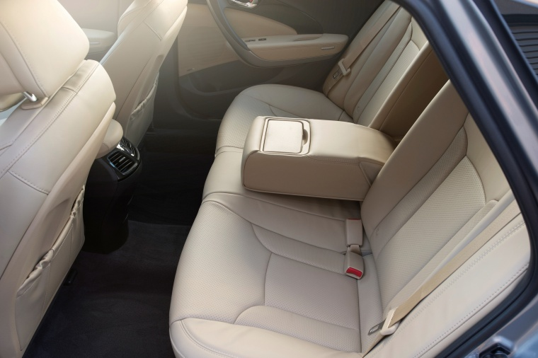2017 Hyundai Azera Limited Rear Seats Picture