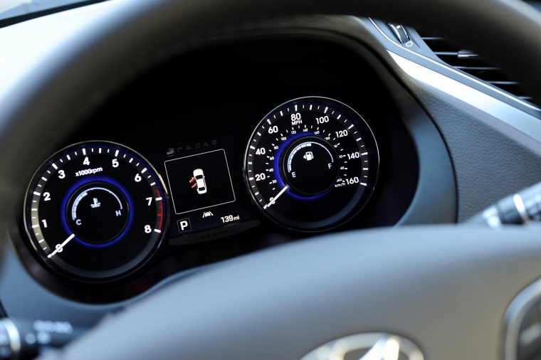2017 Hyundai Azera Limited Gauges Picture