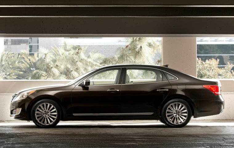 2015 Hyundai Equus Sedan in Night Shadow Brown from a side view