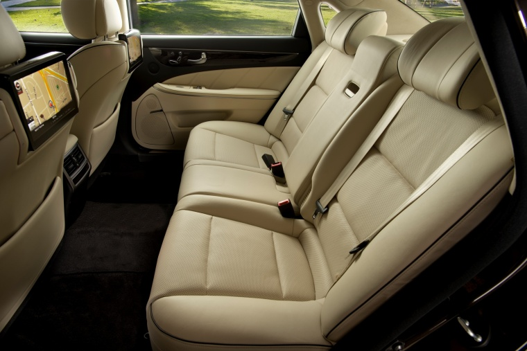 2016 Hyundai Equus Sedan Rear Seats Picture
