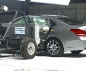 2016 Hyundai Equus IIHS Side Impact Crash Test Picture