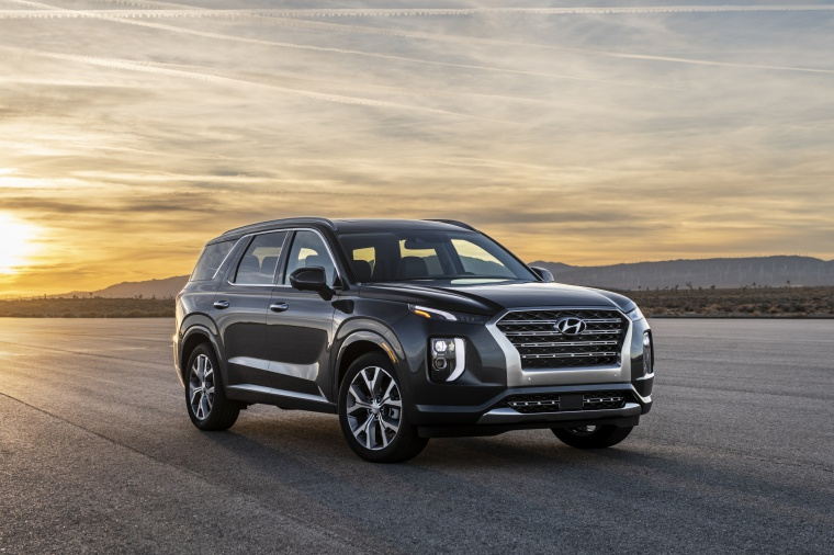 2020 Hyundai Palisade in Becketts Black from a front right view