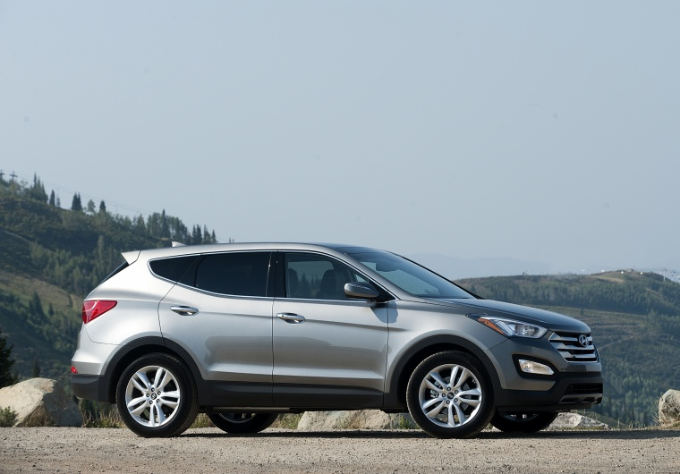 2013 Hyundai Santa Fe Sport in Moonstone Silver from a side view