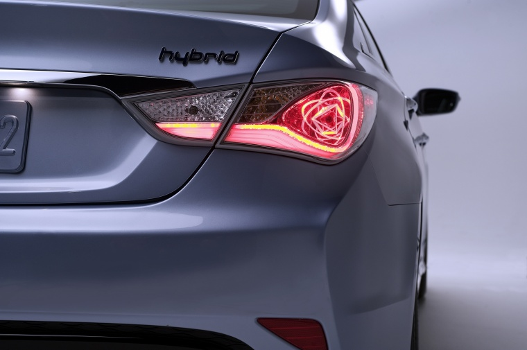 2014 Hyundai Sonata Hybrid Tail Light Picture