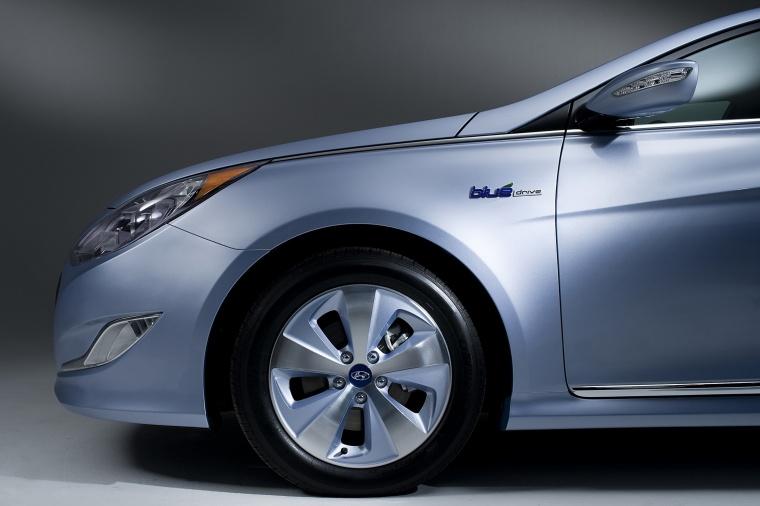 2014 Hyundai Sonata Hybrid Rim Picture