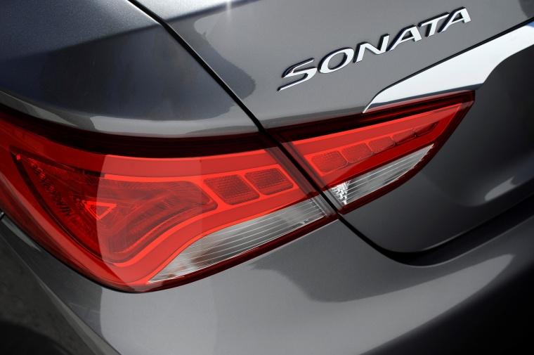 2014 Hyundai Sonata 2.0T Limited Tail Light Picture