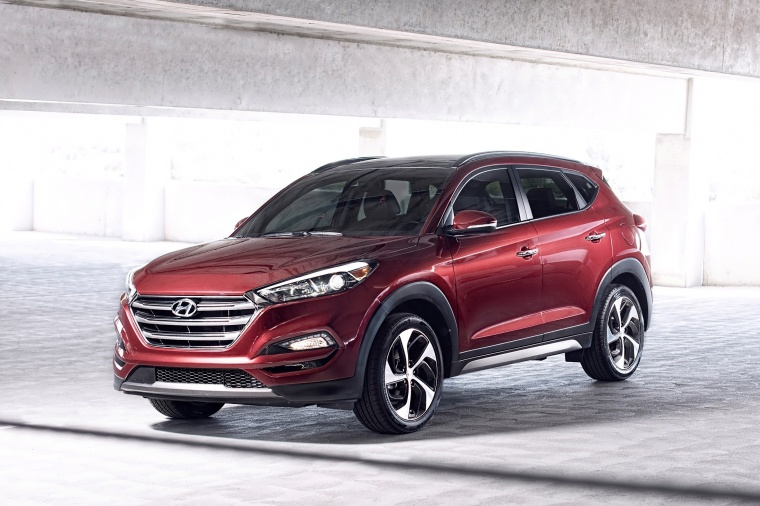 Picture of a 2016 Hyundai Tucson in Ruby Wine from a front left perspective