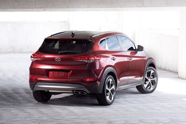 Picture of a 2016 Hyundai Tucson in Ruby Wine from a rear right perspective