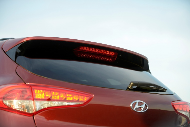 2017 Hyundai Tucson Limited 1.6T AWD Rear Spoiler Picture