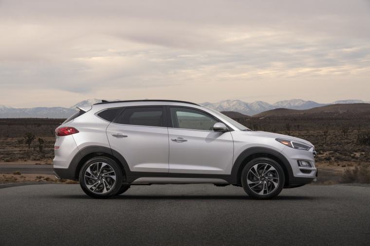 Picture of a 2020 Hyundai Tucson in Silver from a side perspective