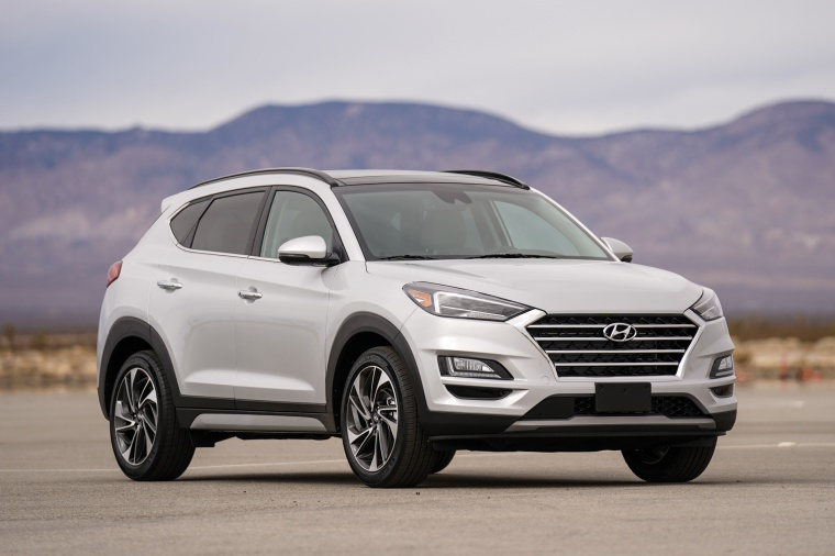 2020 Hyundai Tucson in Silver from a front right view