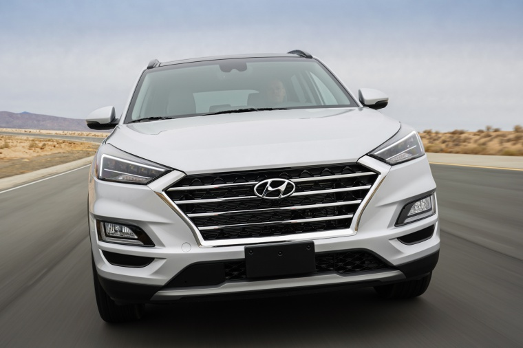 Picture of a driving 2020 Hyundai Tucson in Silver from a frontal perspective