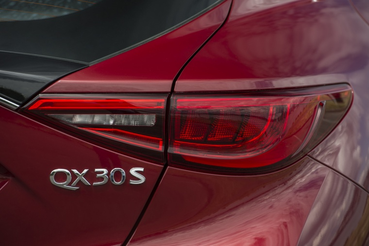 2018 Infiniti QX30S Tail light Picture