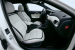 Picture of a 2019 Infiniti QX30's Front Seats