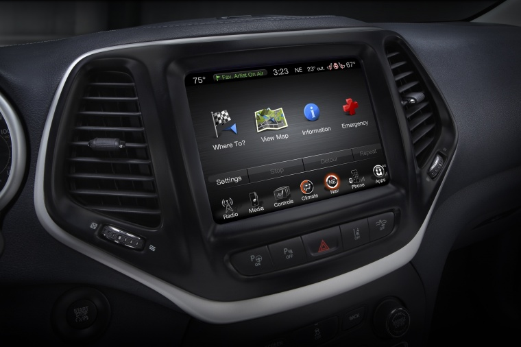 2016 Jeep Cherokee Limited 4WD Dashboard Screen Picture
