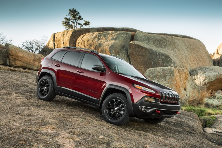 Picture of a 2017 Jeep Cherokee Trailhawk 4WD in Deep Cherry Red Crystal Pearlcoat from a front right three-quarter perspective