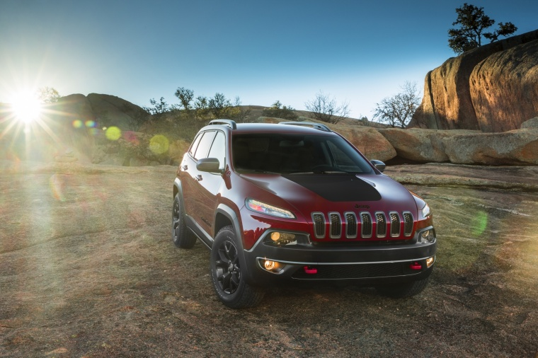 Picture of a 2017 Jeep Cherokee Trailhawk 4WD in Deep Cherry Red Crystal Pearlcoat from a front right perspective
