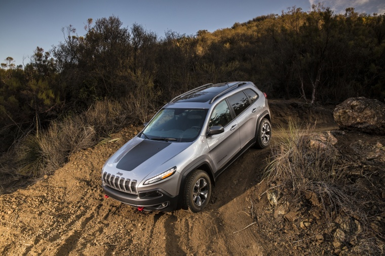 Picture of a 2017 Jeep Cherokee Trailhawk 4WD in Billet Silver Metallic Clearcoat from a front left three-quarter perspective
