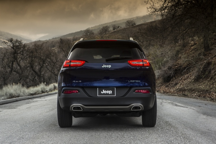 Picture of a 2017 Jeep Cherokee Limited 4WD from a rear perspective