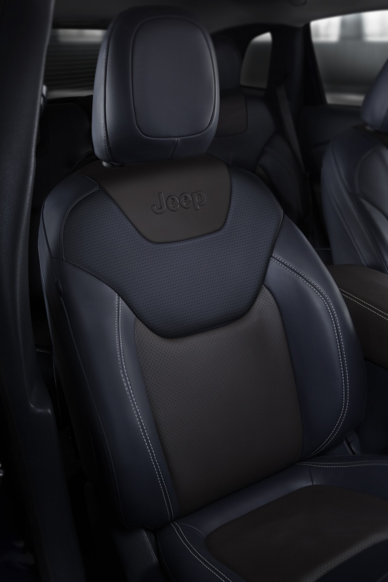 2017 Jeep Cherokee Limited 4WD Front Seat Picture